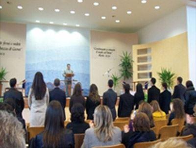 Assemblea di Circoscrizione Continuiamo ad amare Geova, incontro sabato 5 novembre